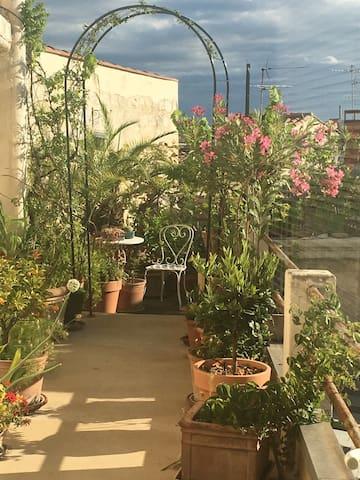 F2charme dans notre jardin suspendu appartements louer - Jardin suspendu brussels montpellier ...