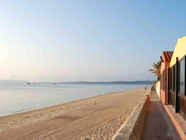 T2 renovated 20 M from the beach of the capte