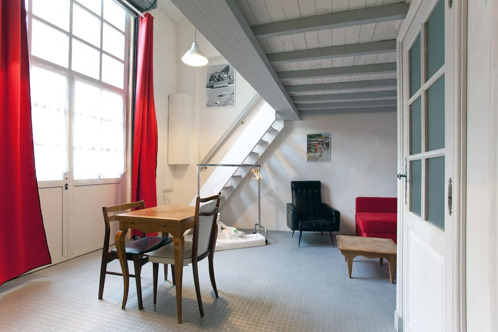 L 39 atelier des arenes arles lofts louer arles for Location atelier loft