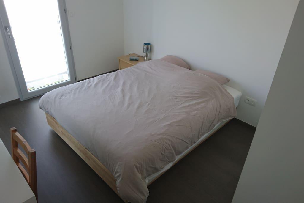 Chambre lit 160x200 + bureau