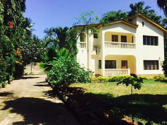 A 5 bedroom cozy house - Mombasa District - Casa
