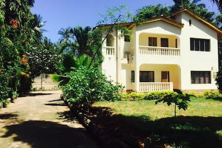 A 5 bedroom cozy house - Mombasa District - Dům