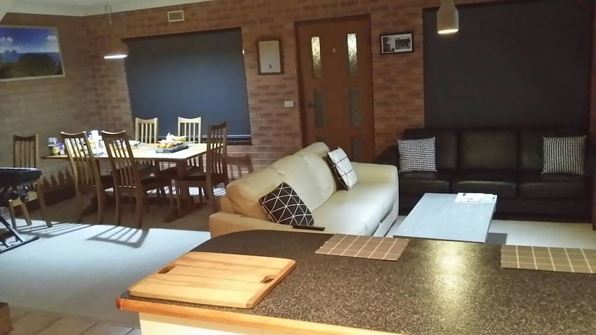 Spacious Double Storey Townhouse - Wodonga, Victoria, AU - อพาร์ทเมนท์