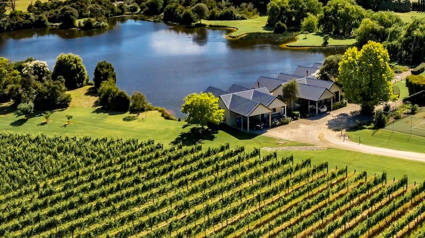 Boutique vineyard retreat with restaurant