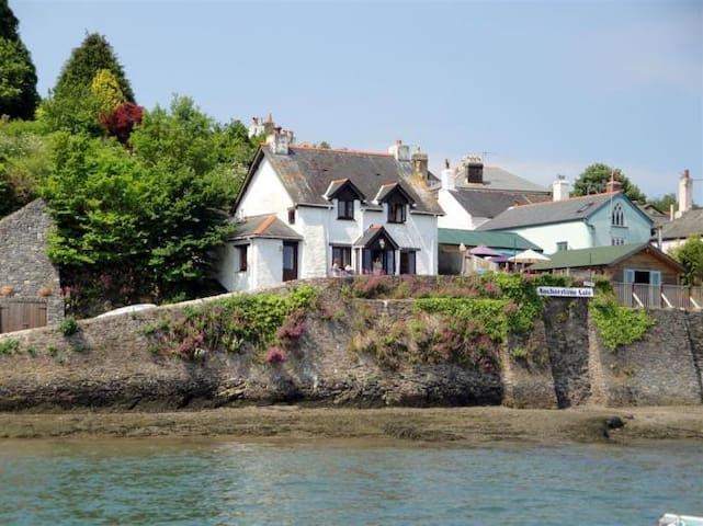 Cliff cottage, Dittisham