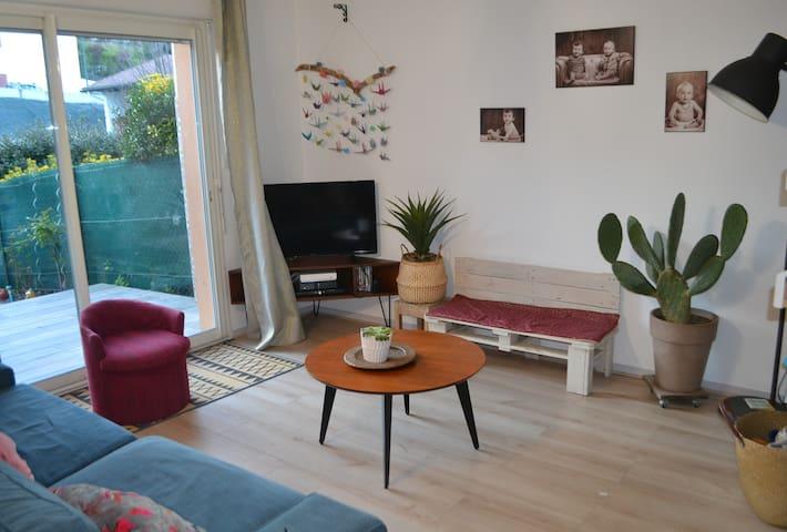Maison cosy avec terrasse et jardinnet