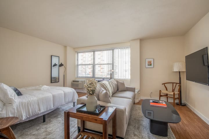 Arch, Dome, Dtown | Classic 1BR + Roof | Zencity