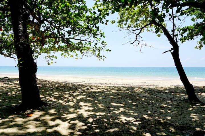 Koh Jum Delight Beach Family Beach Front