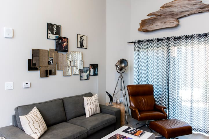 Local 223  · Artsy Styled Home, 5min from Downtown, Sleeps 4