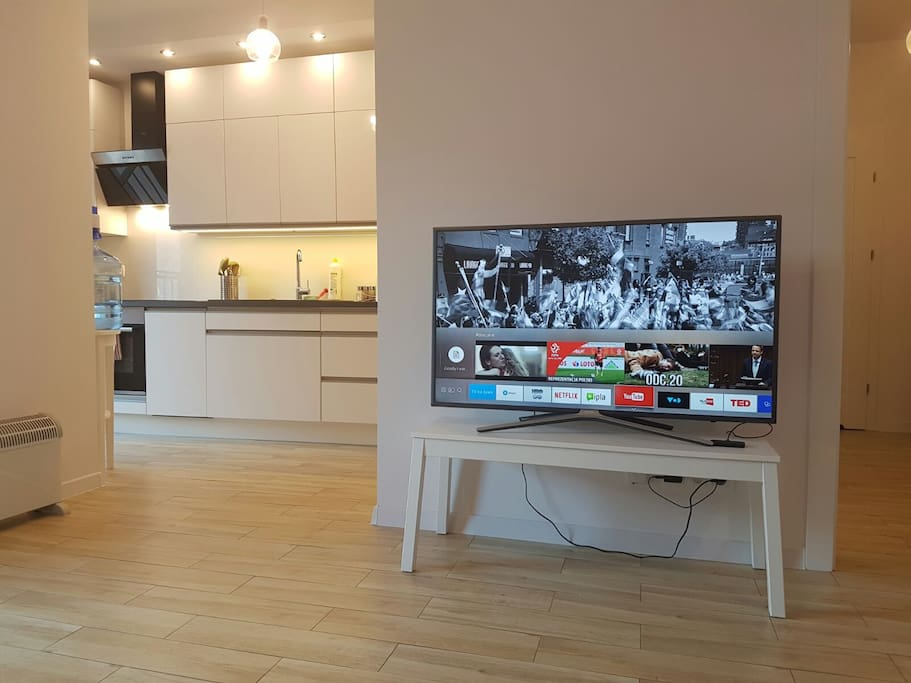 Smart TV with YouTube and Internet