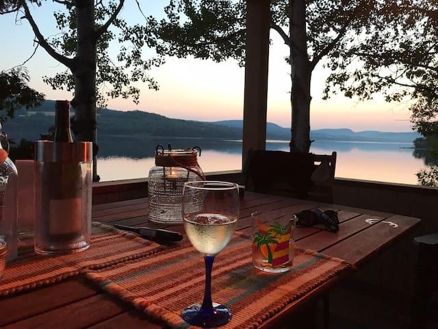 Chalet bord de lac Pohénégamook