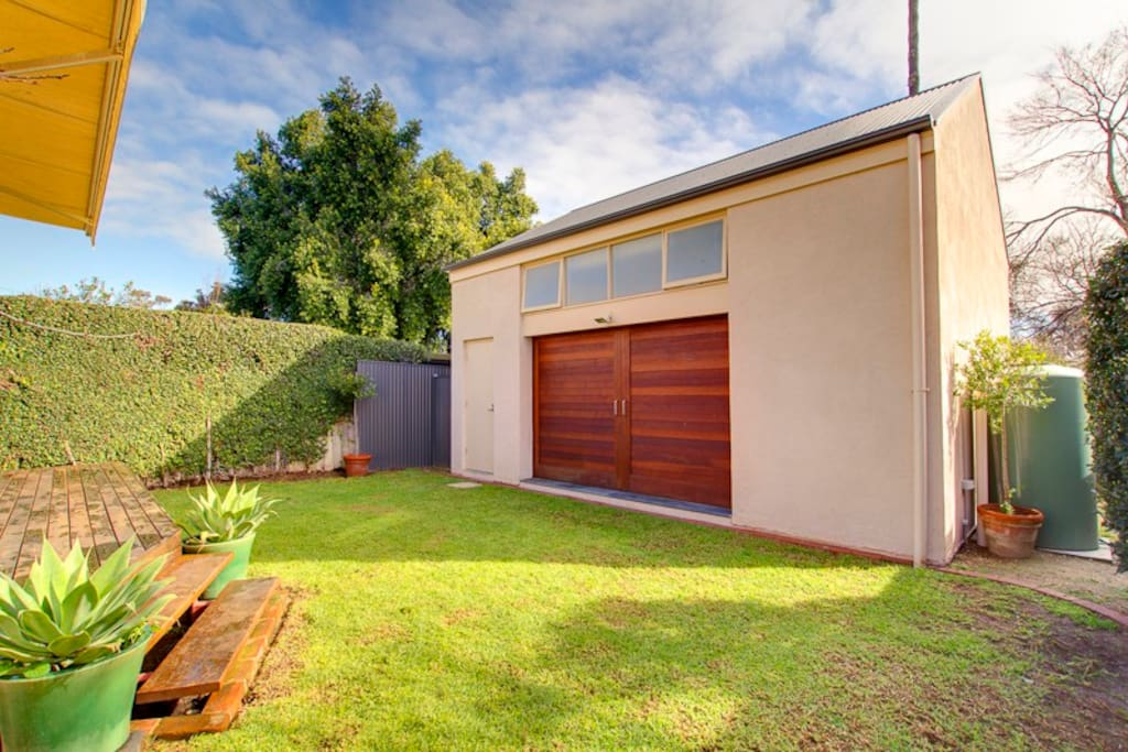 Listing - Private studio and garage separate dwelling to main residence. Private entrance off rear laneway