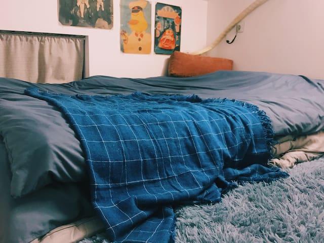 【阁楼小屋】艺术生房间|浪漫随性|近海湾三校|华理步行5分钟