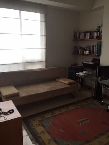 Cozy clean & lit space close to all - Medellín - Apartmen