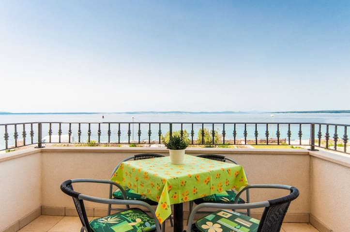 One bedroom Apartment, beachfront in Lun - island Pag, Outdoor pool, Terrace