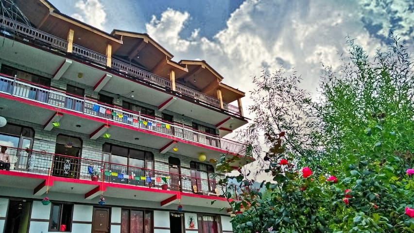 Spring House Manali - Family Suite Room