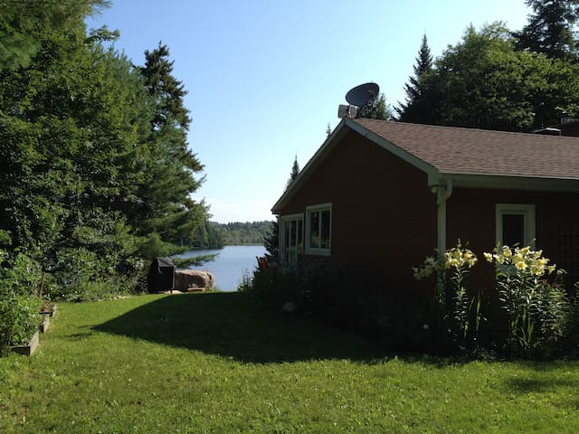 Beautiful Lakefront Cottage with Guest House - Wentworth - Cabin