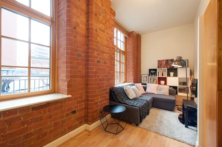 Central Mill Flat, 2 bed, Free Secure Parking.