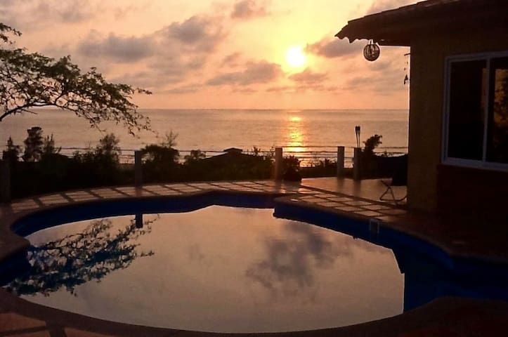 La Casa de Curia. Large Ocean view House & Pool.