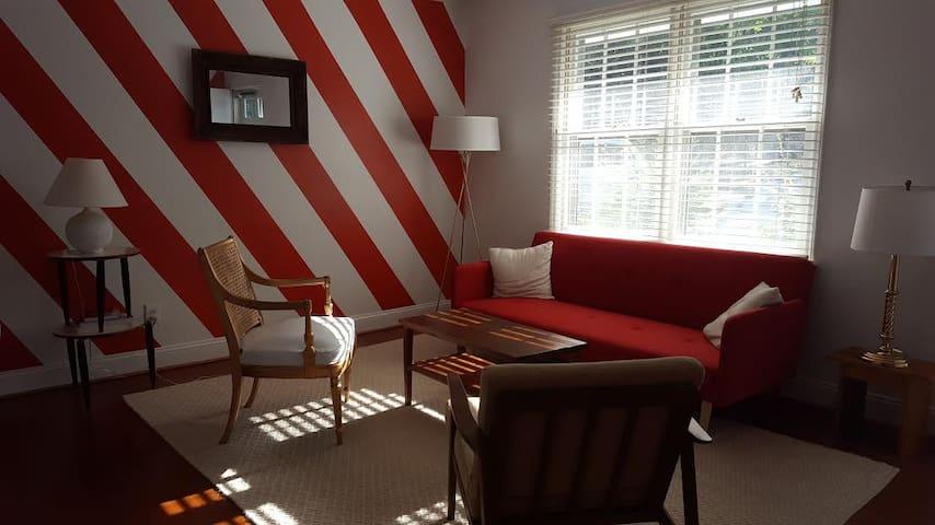 Sunny 2 Bedroom Condo Near NCSU/Cameron Village - Raleigh - Daire