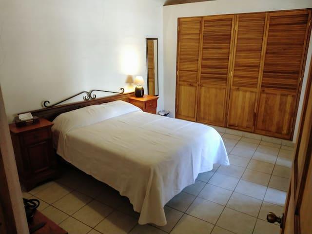 La Bodega de la Hacienda/SANITIZED/PRIVATE PARKING