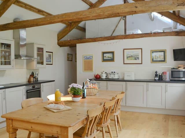 The Hayloft - UK3280 (UK3280)