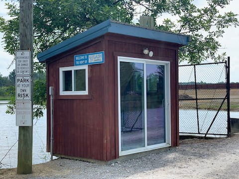 Fishing Hut on small private lake shore