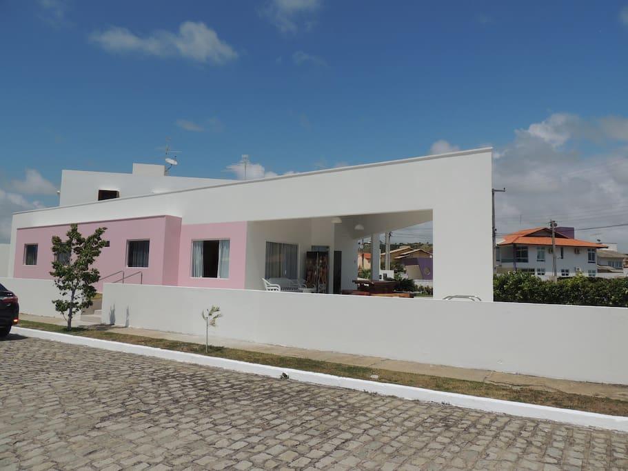 Casa de frente ao  clube do Condomínio.