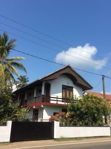 FLORIDA Guesthouse #02 - Hikkaduwa