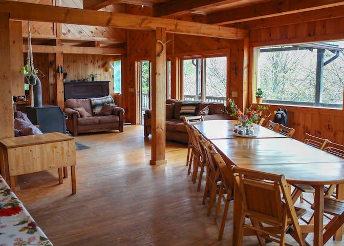 Mountain Farm Stay - Entire Lodge