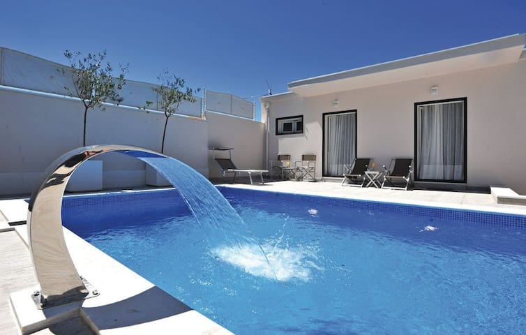 Charming and airy villa with a pool