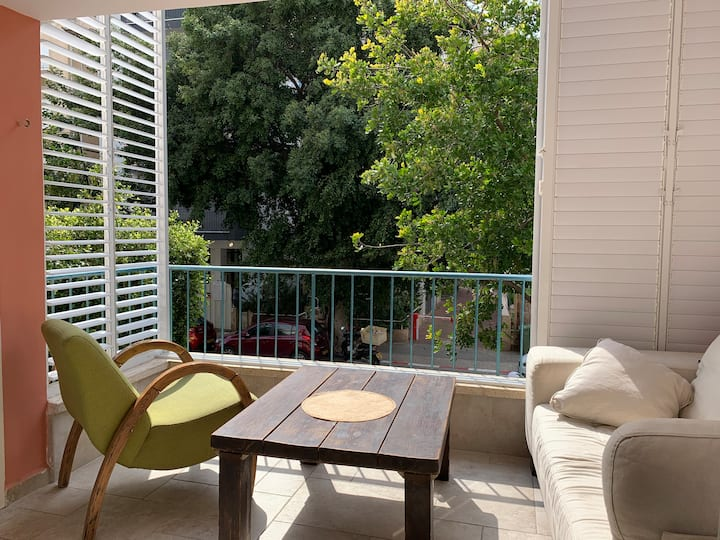 Sunny & Cosy flat with balcony by TLV Yarkon Park.