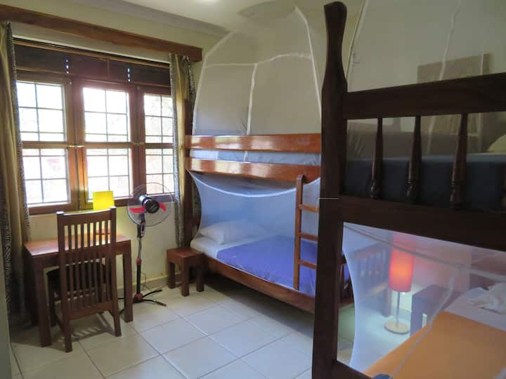 Room with bunkbeds at Bikeventures House Jinja