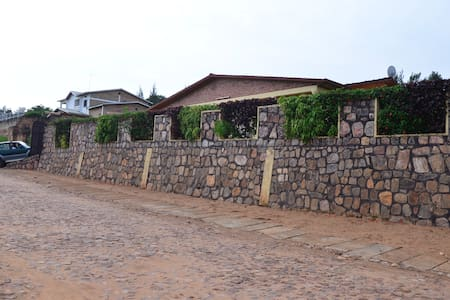 Maison Sifa Chambre D - Butare - Bed & Breakfast