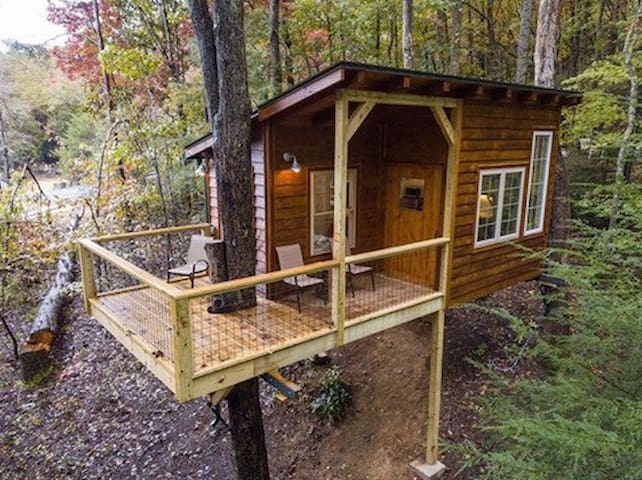 Treehouse Mountain Retreat  (dogs stay free)