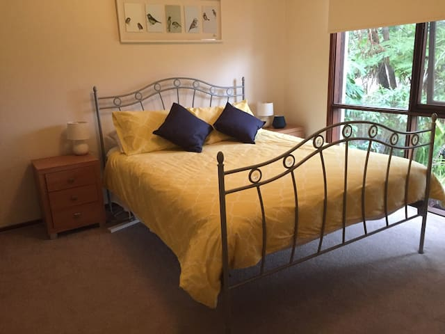 Comfortable Collaroy Plateau home/rooms to share
