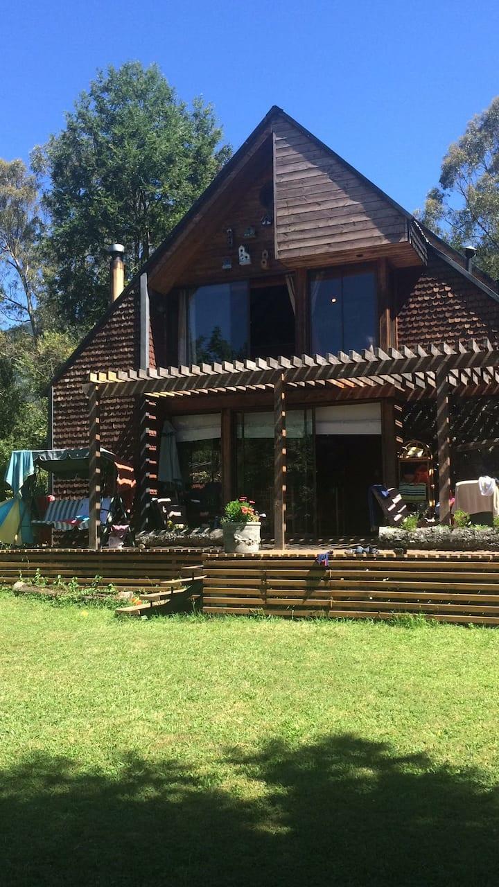 Cómoda casa con vista y acceso al lago Calafquen !