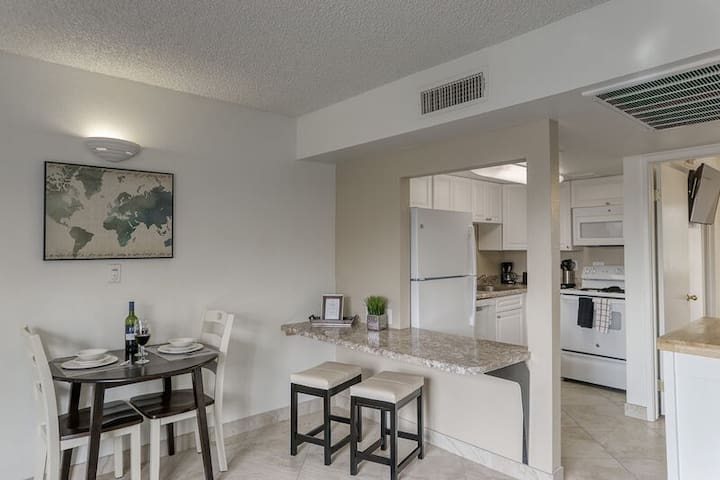 Staycation in comfort and privacy of home with Free WiFi & Greenbelt Views! 134