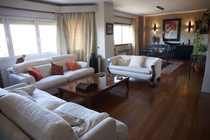 Habitación grande y luminosa en Arturo Soria. - Madrid - Apartmen