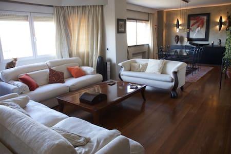 Habitación grande y luminosa en Arturo Soria. - Madrid - Appartement