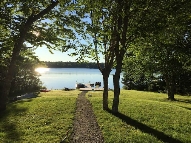 Beautiful lakefront summer home - Mount Uniacke - Casa