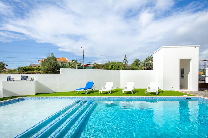 Luxury 2BR Apt with Pool at Jan Thiel - Perfect Location