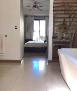 Beachfront En Suite King Room in Prime location- - Triolet