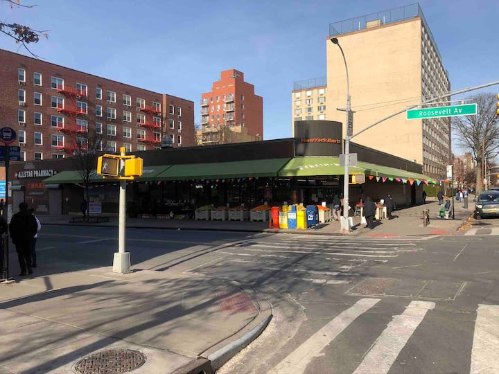 5 minute walk to Roosevelt Ave & Main St. #7 train