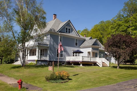 Suite stay & breakfast in historic mining home