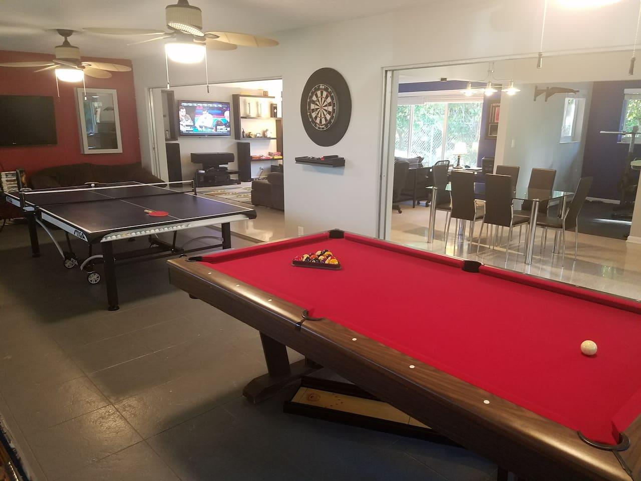 Game Room (Pool Table, Ping Pong, Darts, Cornhole, N64, Xbox 360)