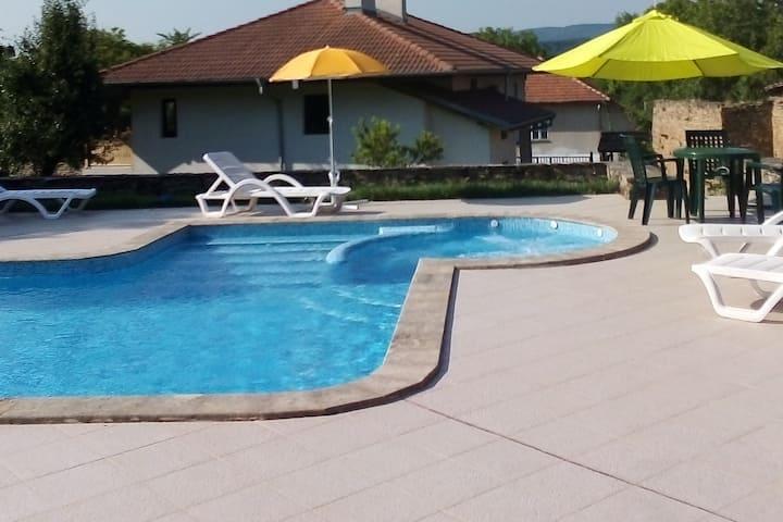 Villa Manoya