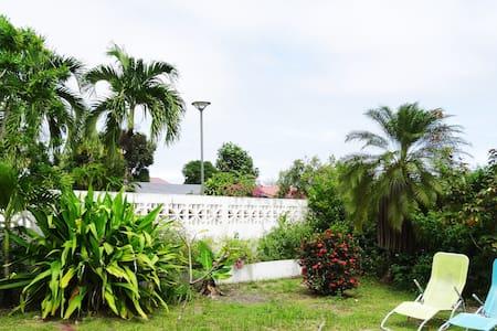 chambre climatisée avec sdb privée - Cayenne - Rumah