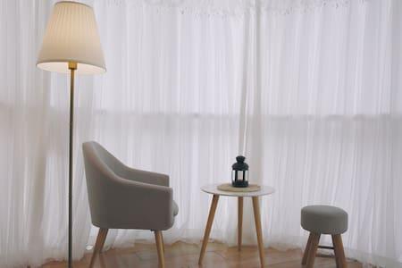 温馨柔软的房间,市中心江边城市景观/Cozy private room with city view