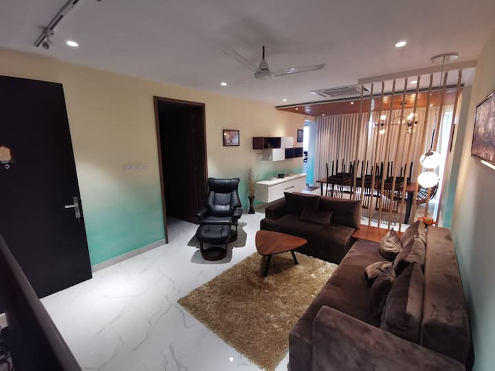 High-rise panoramic apartment with all amenities